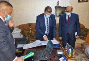 رئيس جامعة ذي قار يتابع سير الأمتحانات الحضورية والألكترونية في كليتي الآداب والعلوم الأسلامية .