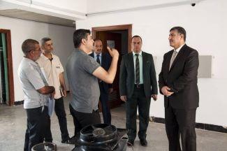 رئيس جامعة ذي قار يطلع على الأعمال الجارية في بنايات